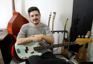 Caio Fernando, baixista e compositor brasileiro. Foto: Samuel de Oliveira