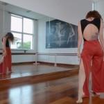 Bailarina Tharita Tiago no ensaio Este Corpo/Divulgação